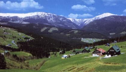 Pec pod Snezkou im Riesengebirge, Tschechien ein beliebtes Wintersportgebiet