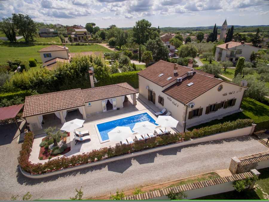 Atostogoms nuomojami namai Schön eingerichtetes Ferienhaus für 8 + 2 Personen mit Pool und Außenküche in einem  ruhigen Teil..., Kaštelir, Porec Istrien Nordküste Kroatija