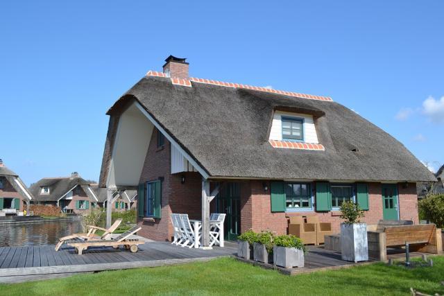 ferienhaus in wanneperveen giethoorn mit bootsliegeplatz. Black Bedroom Furniture Sets. Home Design Ideas