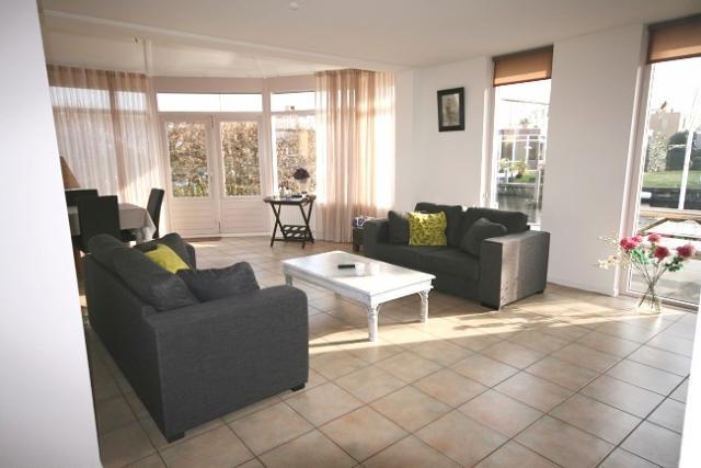 ferienhaus in lemmer lemmer mit bootsliegeplatz. Black Bedroom Furniture Sets. Home Design Ideas