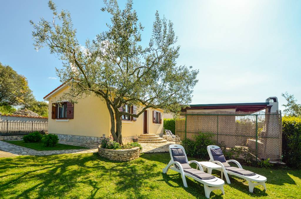 Atostogoms nuomojami namai Ferienhaus mit Garten in ruhiger Lage, Fazana, Fazana Istrien Südküste Kroatija