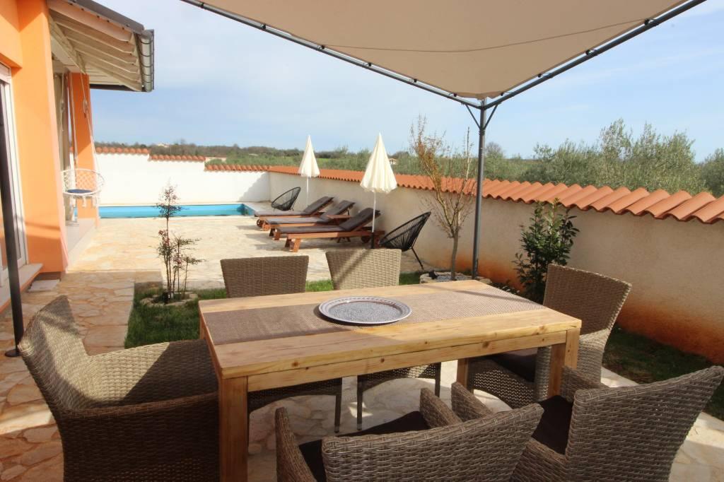 Maison de vacances Ferienhaus in der Natur mit wunderschönen Garten und Pool - garantierte Privatspähre&Entspannung, Medulin, Medulin Istrien Südküste Kroatie