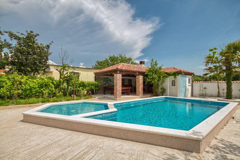 Ferienhaus in pula pula mit pool hund erlaubt - Pool am haus ...