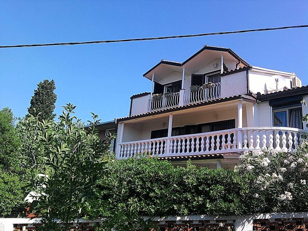 dom letniskowy Das zweistöckige Haus, 100 m vom Meer , Novi Vinodolski, Novi Vinodolski Kvarner Bucht Festland Chorwacja