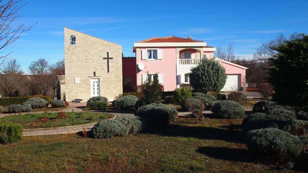 Vila Sanprana Ein einzigartiges Ferienhaus mit einer Kapelle, Studenci, Makarska Riviera Mitteldalmatien Kroatija