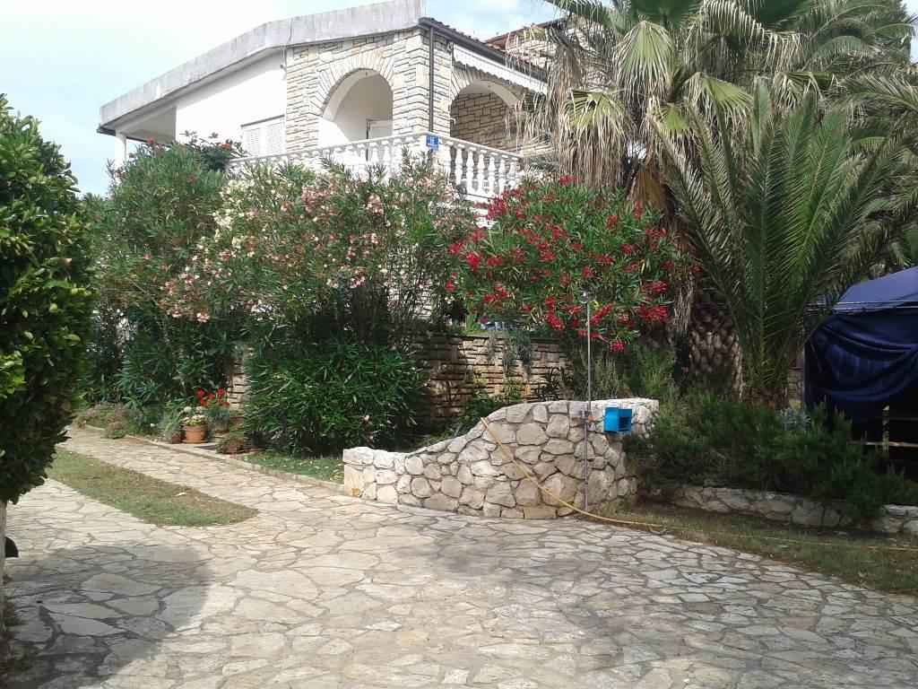 Maison de vacances 50 m.auf das Meer, Vir, Insel Vir Norddalmatien Kroatie