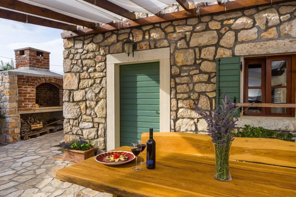 Atostogoms nuomojami namai Traditionelles dalmatinisches Steinhaus fuer die Ferien in ruhiger Umgebung., vinjerac, Paklenica Norddalmatien Kroatija