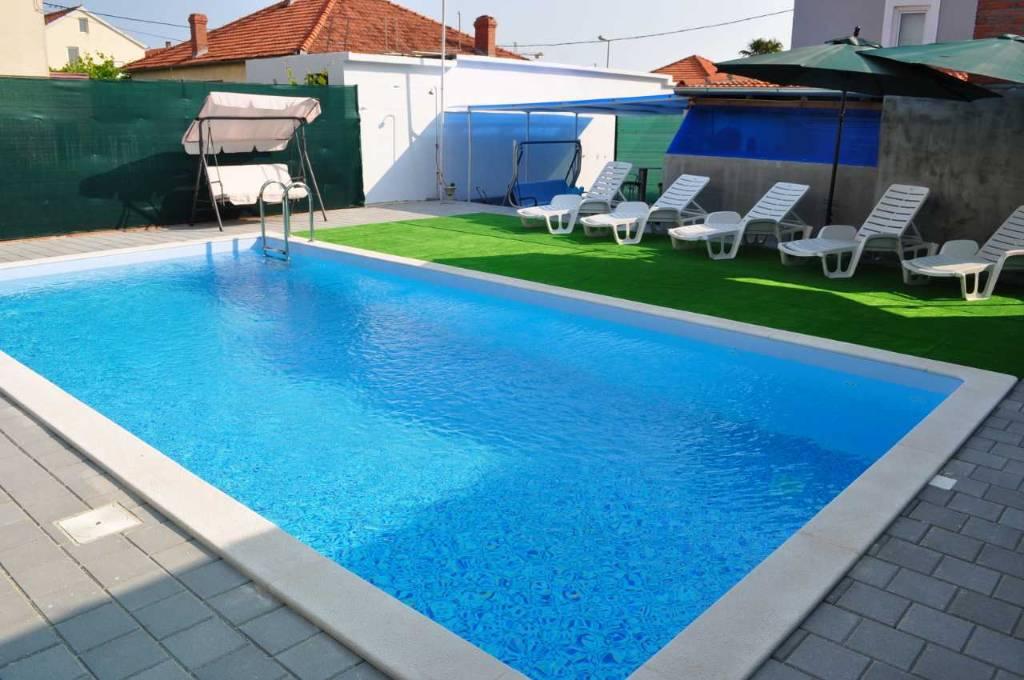 Atostogoms nuomojami namai Kuca s bazenom,konobom s kaminom,parking,klima ,wi-fi besplatno,700m2 terena, Zadar, Zadar Norddalmatien Kroatija