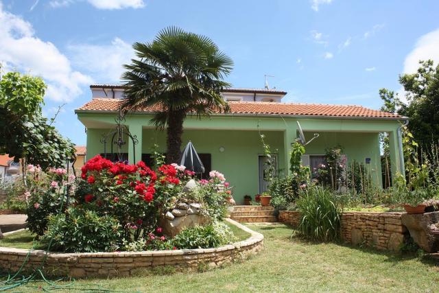 Atostogoms nuomojami namai Villa N.26 ( 4+1 ) mit Garten, Fazana, Fazana Istrien Südküste Kroatija