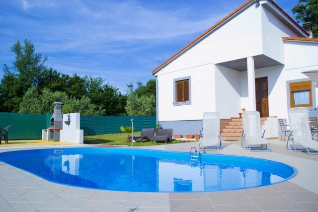 ferienhaus in svetvincenat pula mit pool klimaanlage. Black Bedroom Furniture Sets. Home Design Ideas