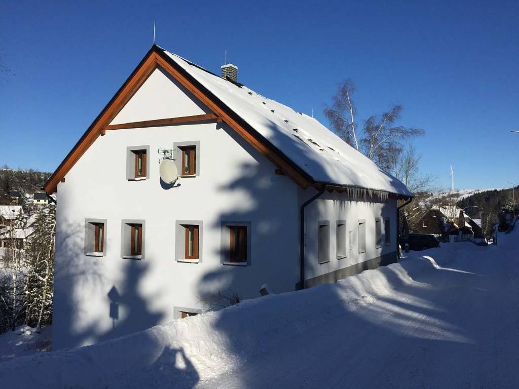 Atostogoms nuomojami namai klinovec mit Appartments, Sauna und Whirlpool, Loucna pod Klinovcem, Erzgebirge Erzgebirge Čekija