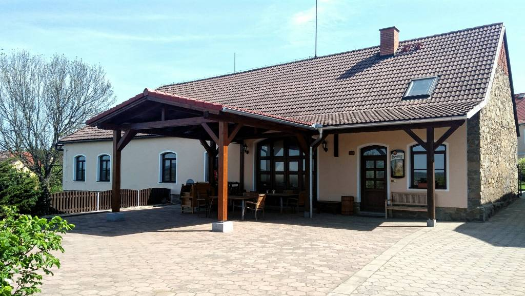 Maison de vacances Geräumiges Ferienhaus mit Schwimmbad und Tennisplatz im Garten, 1,5 km vom Orlikstausee, Kovářov, Pisek Südböhmen République tchèque