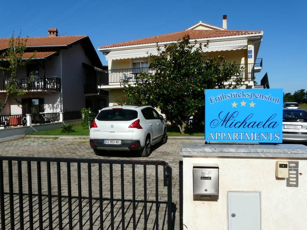 Atostogoms nuomojami butai Das klimatisierte Apartment verfügt über einen Balkon, Sat-TV und eine komplett ausgestattete Küche, Valbadon, Fazana Istrien Südküste Kroatija