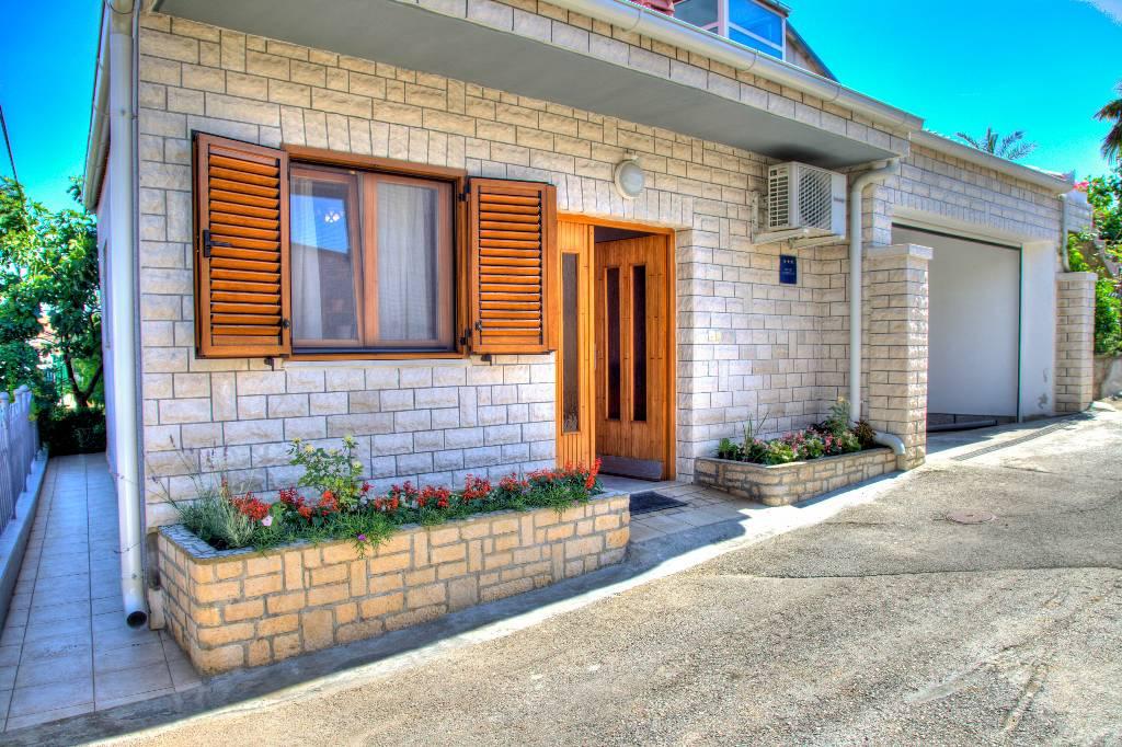 prázdninový  byt Unser Appartement ist ein selbstständiges Häuschen mit Klimaanlage,WiFi und Parkplatz (alles gratis), Pula, Pula Istrien Südküste Chorvátsko