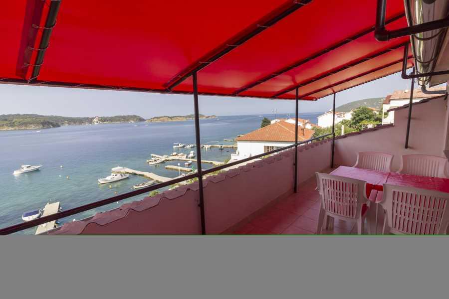Atostogoms nuomojami butai 4 Wohnunge direkt am Meer, von 2 bis 4 Person, jeden mit Terasse mit Meerblick und Bootliegenplatz, Supetarska Draga, Insel Rab Kvarner Bucht Inseln Kroatija