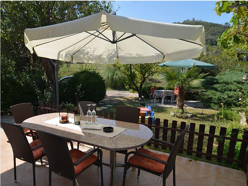 Atostogoms nuomojami butai Ruhige Wohnung mit Garten Terasse, Supetarska Draga / Rab, Insel Rab Kvarner Bucht Inseln Kroatija