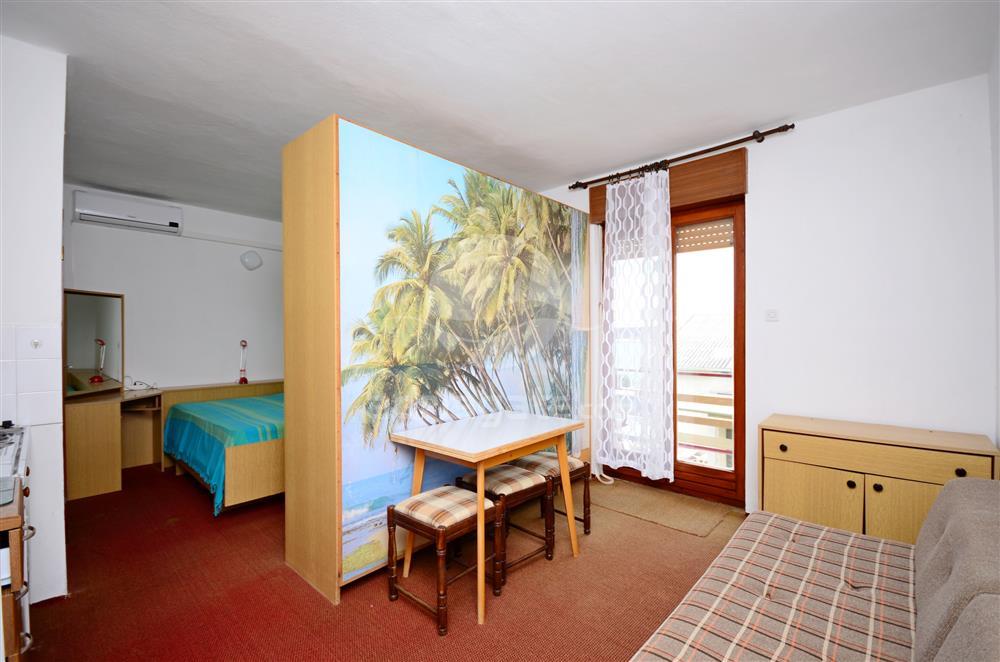 Atostogoms nuomojami butai apartman na prvom katu, pogled na more, udaljen od mora 20m., Rab, Insel Rab Kvarner Bucht Inseln Kroatija