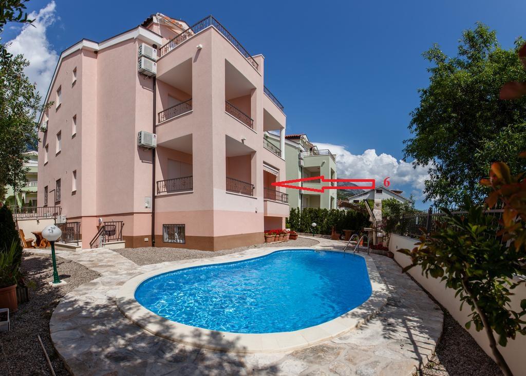 Appartement en location Villa mit Pool 70 m zum Strand am Meer, hat zwei Ein-Zimmer-Wohnungen und 4 Zwei-Zimmer-Wohnungen,, Promajna, Baska Voda Mitteldalmatien Kroatie