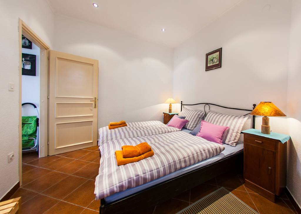 Ferienwohnung Comfortable apartments for 2 + 2 persons in a traditional Dalmatian stone house in Bol in Bol, Mitteldalmatien Insel Brac