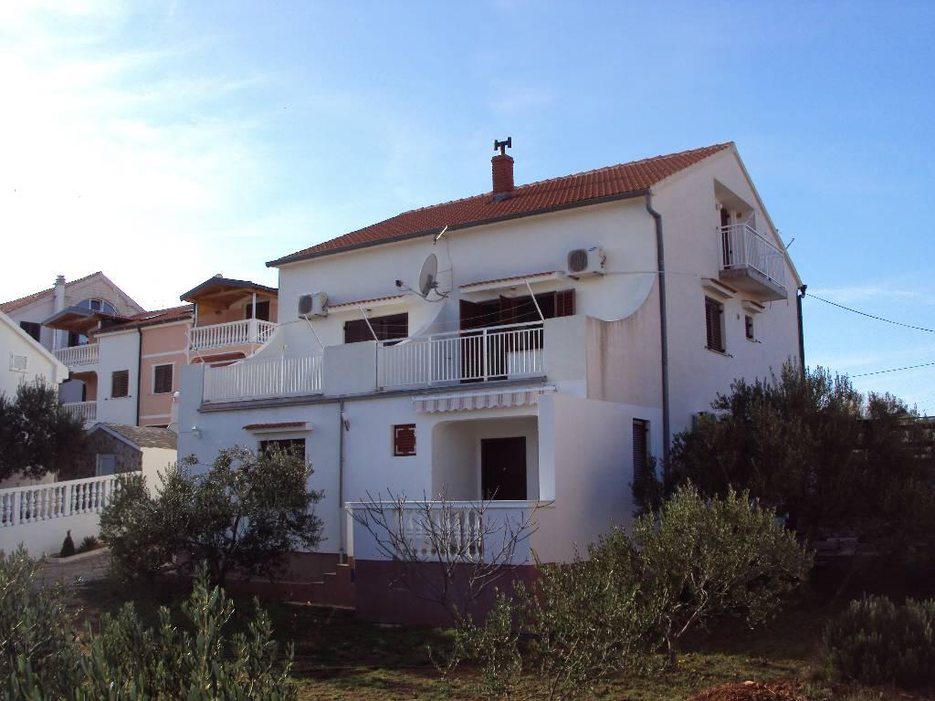 Atostogoms nuomojami butai Ferienwohnung A2 (2+2) 46m2 + terasse 20 m2+ balkon 4 m2, Jezera, Insel Murter Mitteldalmatien Kroatija