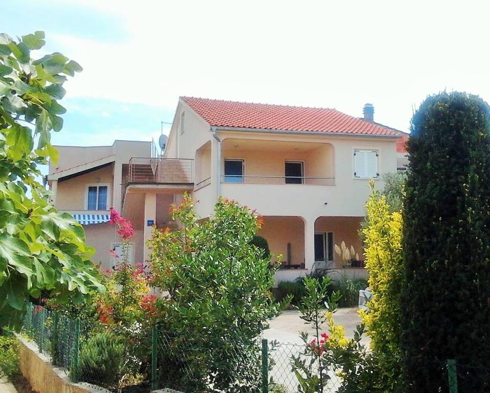 Appartement en location WOHNUNG 41m2 + Balkone und Terrassen 18 m2, für 2 + 2, 1 Etage und terasa2. Stock, Panoramablick , Murter, Insel Murter Mitteldalmatien Kroatie
