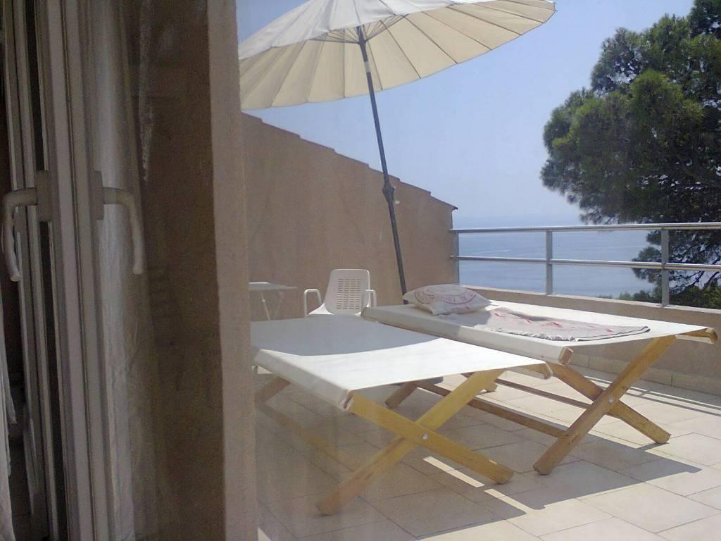 Atostogoms nuomojami butai Die Apartments 1 und 5 sind geräumig und bieten einen Balkon oder eine Terrasse mit Meerblick, Brela, Makarska Riviera Mitteldalmatien Kroatija