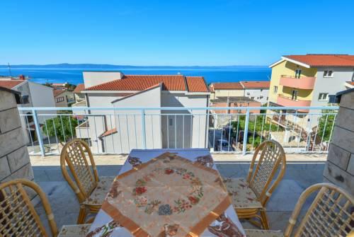 Atostogoms nuomojami butai einzelne einheit,  Oberste etage,grosse terase,blick aufs Meer,Loogia, Makarska, Makarska Riviera Mitteldalmatien Kroatija