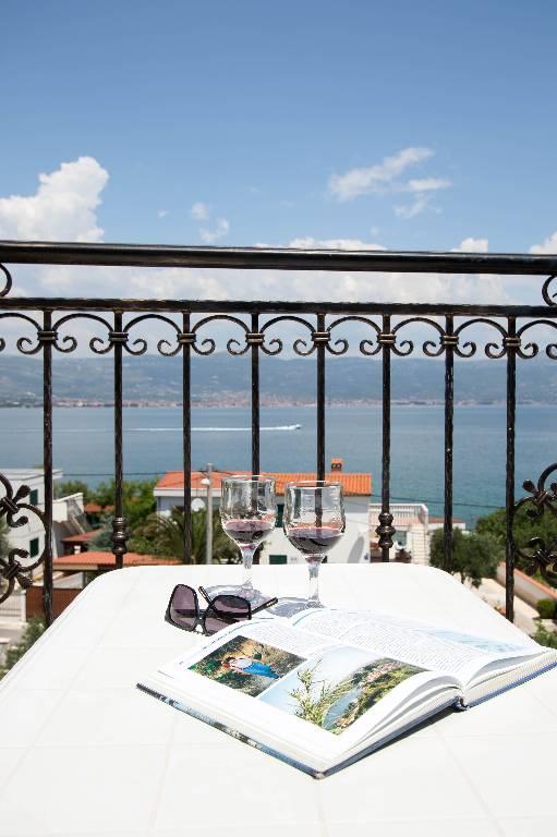 Atostogoms nuomojami butai Mit Blick auf das Meer E6 Person in  Hause Marina, Slatine, Trogir Mitteldalmatien Kroatija