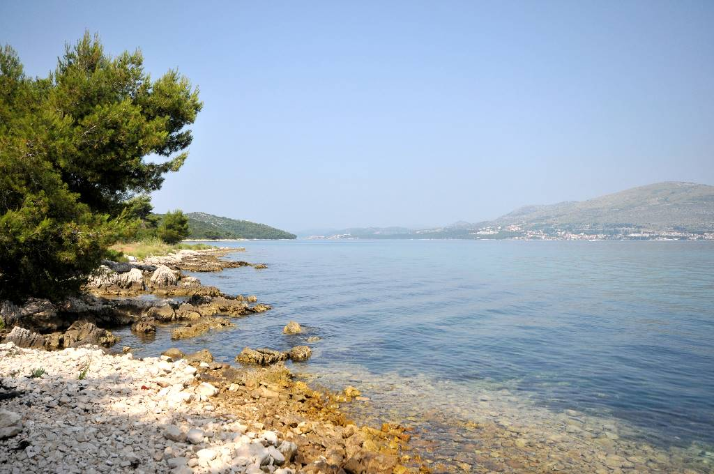 Ferienwohnung Pavo - Apartment with balcony and sea view in Okrug Gornji, Mitteldalmatien Trogir  Strand