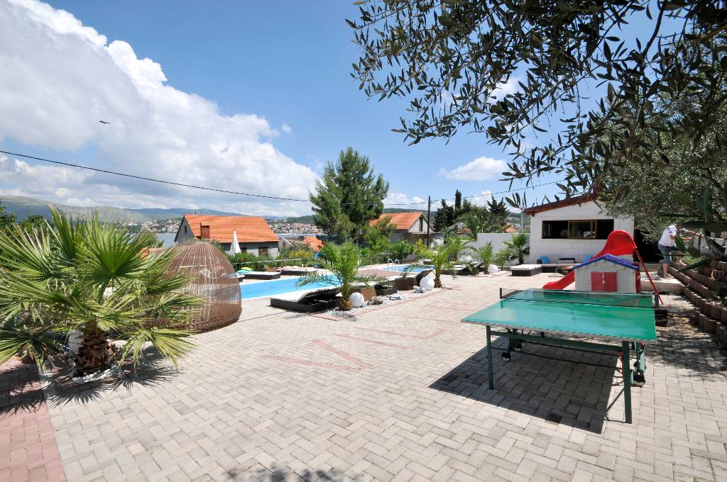 Ferienwohnung Pavo - Apartment with balcony and sea view in Okrug Gornji, Mitteldalmatien Trogir