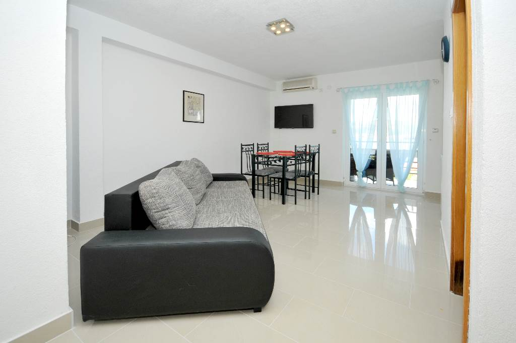 Ferienwohnung Martin - Apartment with balcony and sea view in Okrug Gornji, Mitteldalmatien Trogir Croazia