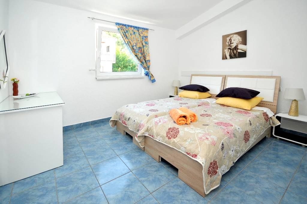 Ferienwohnung Pčelica - Apartment with balcony and sea view in Okrug Gornji, Mitteldalmatien Trogir