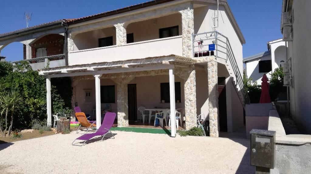 Appartement en location prostrane sobe, blizina plaže, velika terasa, biciklističke staze, Vir, Insel Vir Norddalmatien Kroatie