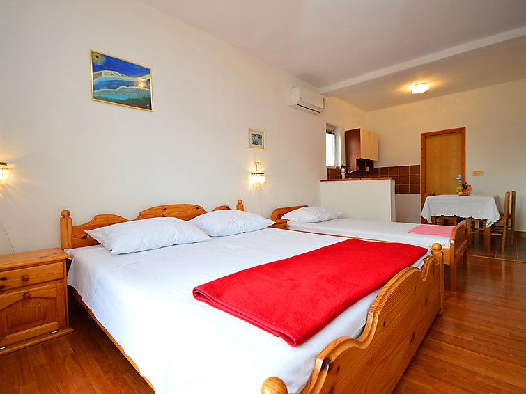Atostogoms nuomojami butai Studio apartman, bračni krevet i krevet za 1 osobu. Kompletno opremljen, kuhinja, kupaona, balkon., Žaborić, Sibenik Norddalmatien Kroatija