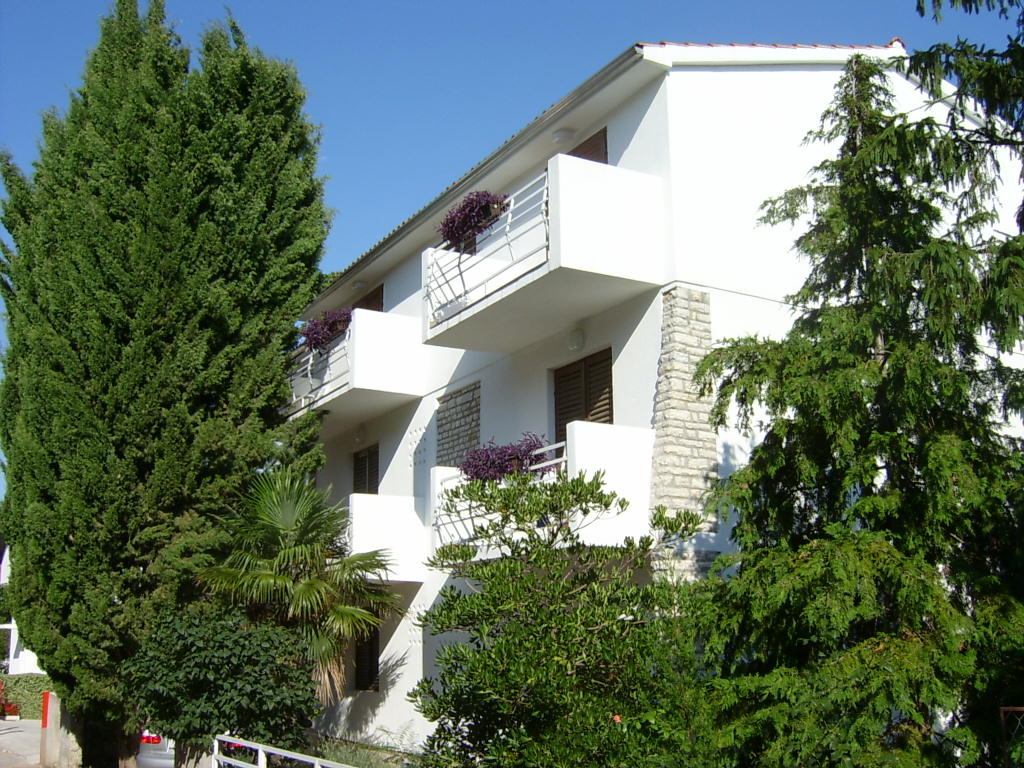 """Atostogoms nuomojami butai Die """"Wohnung Vitali"""" befindet sich an dem 2. Stock eines Familienhauses mit separatem Eingang getren, Vodice, Vodice Norddalmatien Kroatija"""