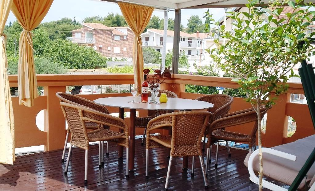 Atostogoms nuomojami butai Apartment= 4 Erwachsene + 2 Kinder, 50 m vom Strand entfernt mit einer großen Terrasse, Pirovac, Vodice Norddalmatien Kroatija