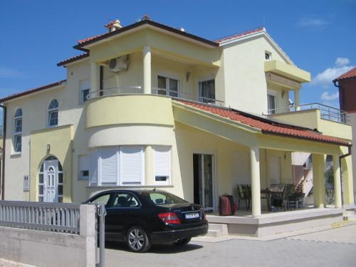 Atostogoms nuomojami butai terasa, klima, parking, LCD TV, SAT, internet, grill, Vodice, Vodice Norddalmatien Kroatija