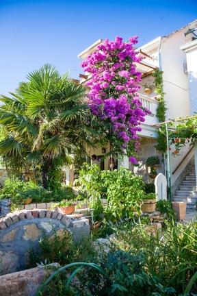 Atostogoms nuomojami butai Apartman se nalazi u kamenoj dalmatinskoj kući, veličine cca 60m2., Vodice, Vodice Norddalmatien Kroatija