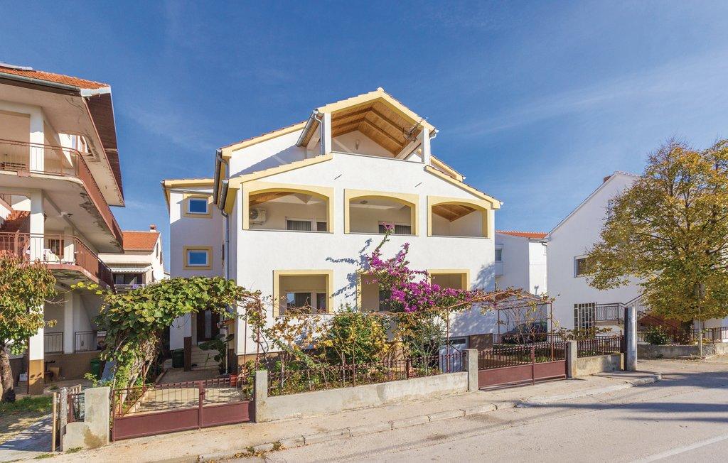 mieszkanie letniskowe Apartment befindet sich im Erdgeschoss und verfügt über 3 Schlafzimmer, einen Flachbild-Sat-TV, Zadar, Zadar Norddalmatien Chorwacja