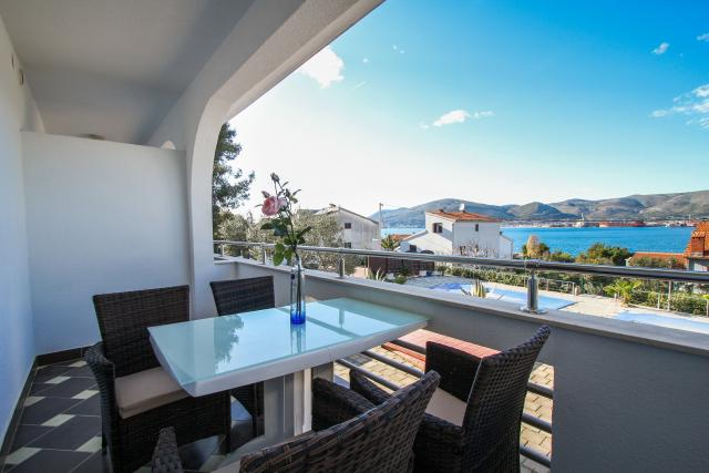 prázdninový  byt Pavo - Apartment with balcony and sea view, Okrug Gornji, Trogir Mitteldalmatien Chorvátsko