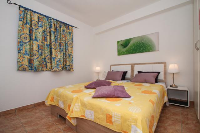 Ferienwohnung Martin - Apartment with balcony and sea view in Okrug Gornji, Mitteldalmatien Trogir Croazia Schlaffzimmrt
