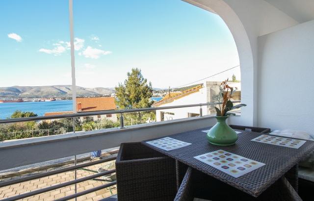 Appartement en location Maja - Apartment with balcony and sea view, Okrug Gornji, Trogir Mitteldalmatien Kroatie
