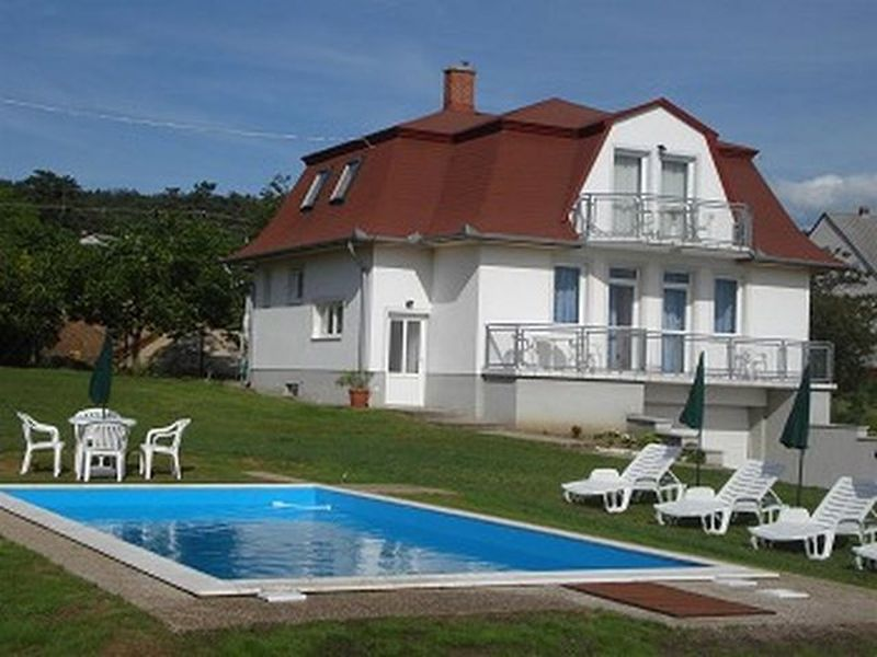ferienwohnung in gyenesdi s gyenesdias mit pool. Black Bedroom Furniture Sets. Home Design Ideas
