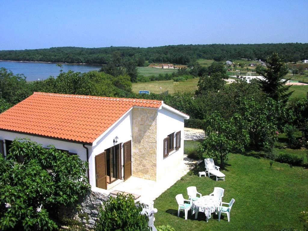 Maison de vacances  Ein freistehendes Häuschen  inmitten einem ruhigen und großen Garten (500m2), 200 m vom Meer, Funtana, Funtana Istrien Nordküste Kroatie