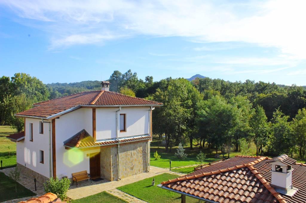Villa Luxus-Häuser mit zwei oder drei Schlafzimmern, Blick auf den Wald, hausgemachtes Essen, Elena, Elena Weliko Tarnowo Bulgarie