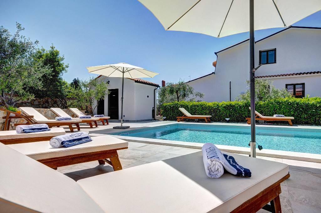 Villa Holiday In Fazana Fazana With Pool Bicycles