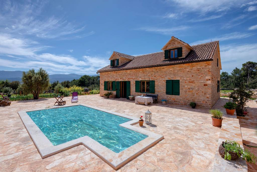 Villa holiday in stari grad insel hvar with pool for Haus mit pool
