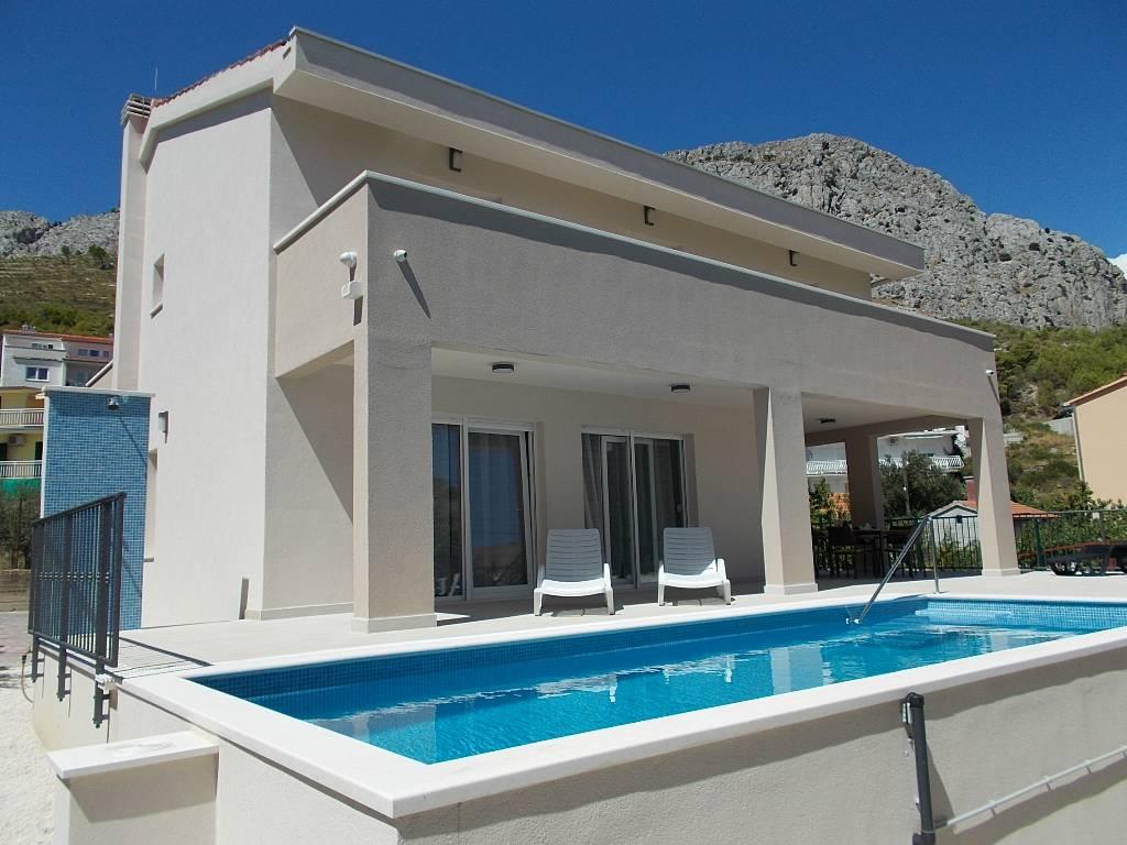 willa Komfortable Ferienvilla mit Pool, nah am Stadtzentrum (1km) und Sandstrand (200m), Omis, Omis Mitteldalmatien Chorwacja