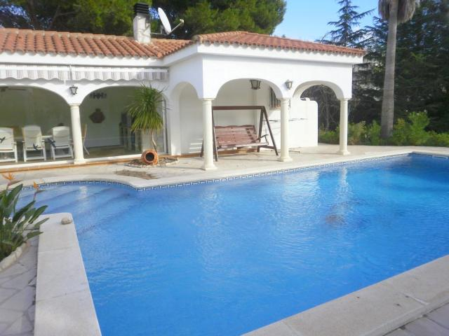 villa in miami playa platja costa dorada mit pool. Black Bedroom Furniture Sets. Home Design Ideas