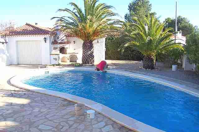 villa holiday in miami playa costa dorada with pool. Black Bedroom Furniture Sets. Home Design Ideas